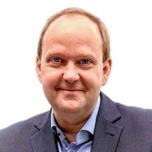 Petr Vytásek vede skupinu profesionálních lektorů nafiremní vzdělávání